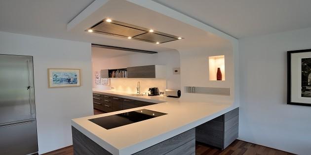 U küchen modern mit theke  Corian® gestaltet Küchenunikate für jeden Grundriss - Corian® solid ...